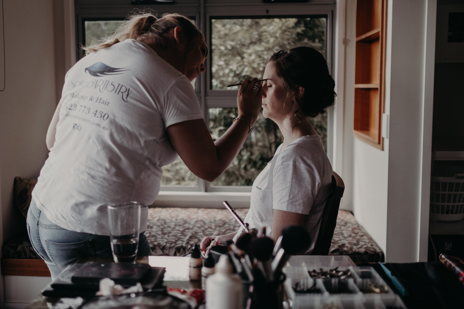 bride getting ready makeup