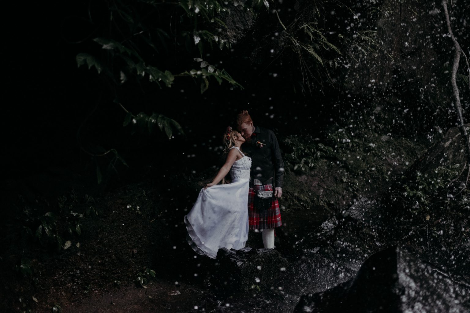 bride and groom kiss forest elopement mt tamborine waterfall