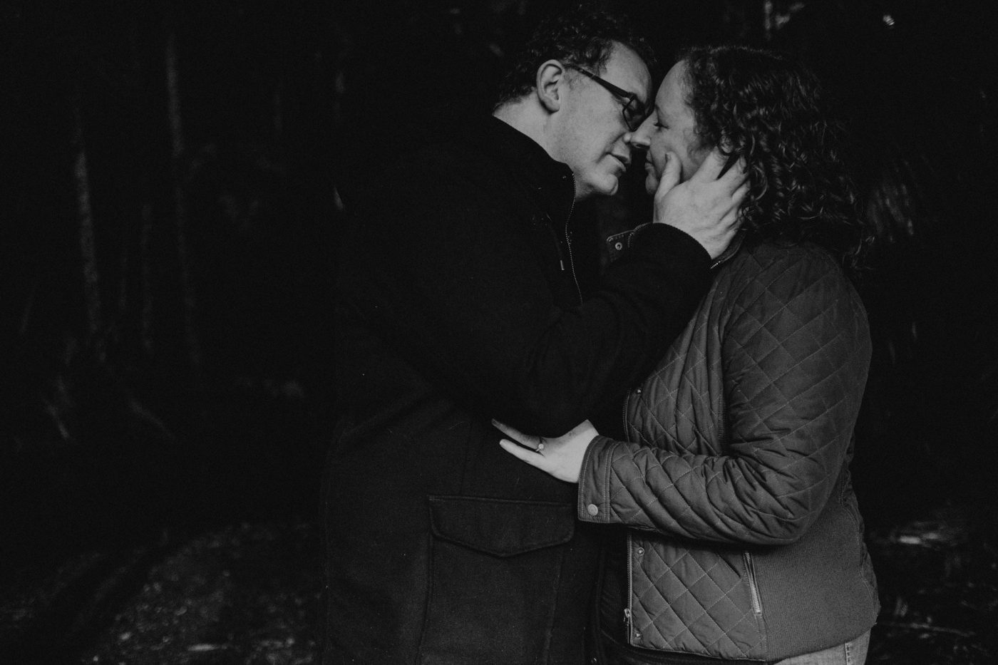 man and woman kissing stonehaven manor mt tamborine