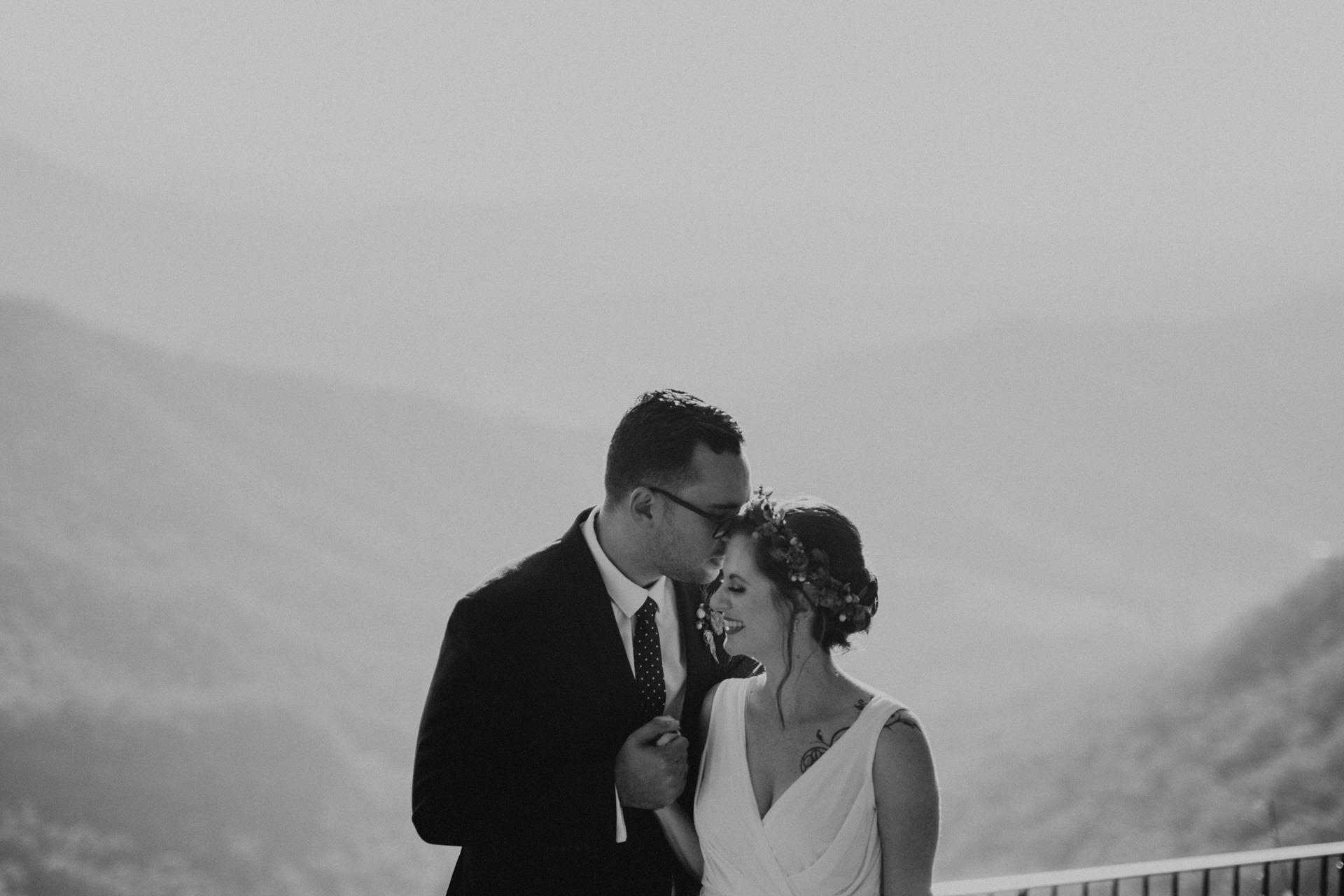 bride groom oreillys mountain lookout