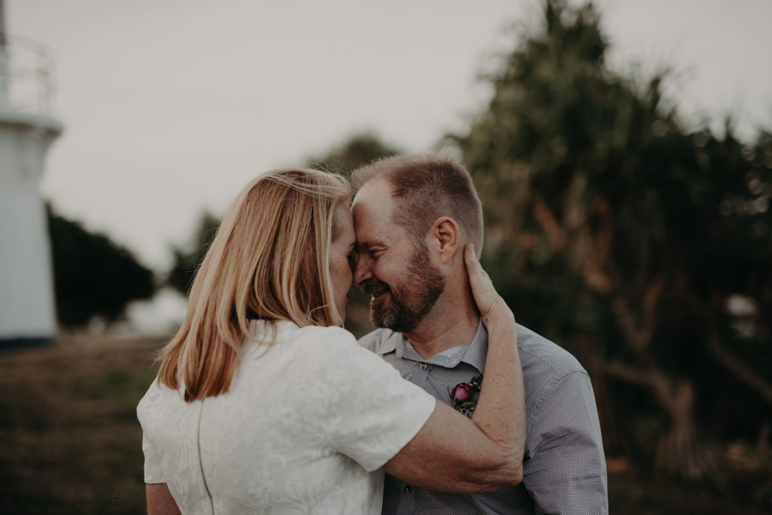 bride groom kiss at Fingal head lighthouse nsw